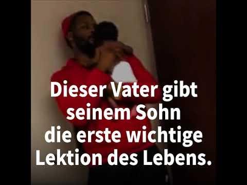 Vater tröstet herzergreifend Baby bei Impfung