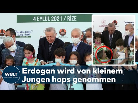 ERDOGAN ZUVOR GEKOMMEN: Kleiner Junge durchschneidet das Eröffnungsband vor Erdogan